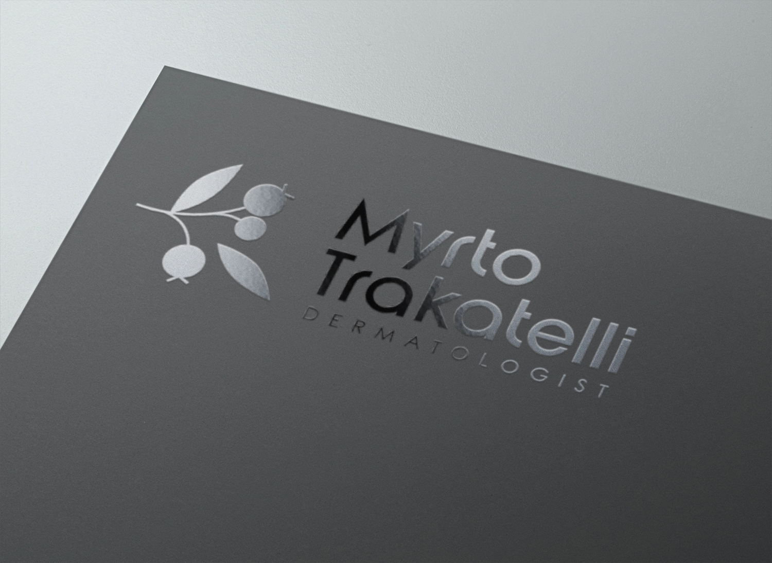 Logo Myrto Trakatelli - Graphiste freelance - Direction artistique